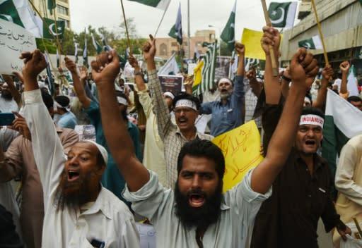 Pakistan premier vows to challenge India over Kashmir move