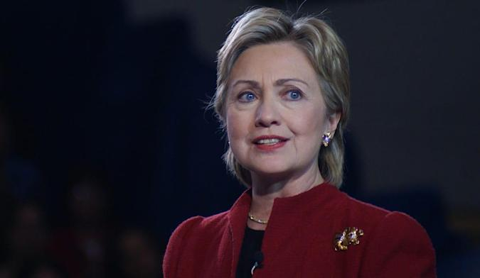 Hillary Clinton to turn over her private email server