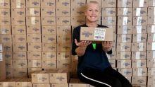 Após doação ao SUS, Xuxa distribui sabonetes para 300 mil famílias