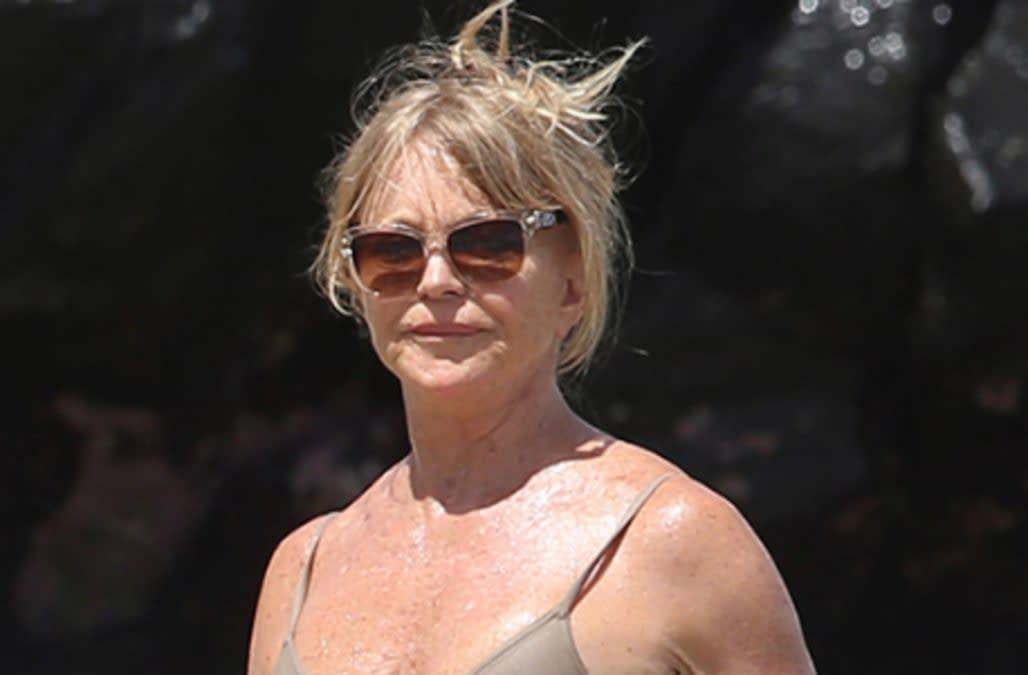 Goldie Hawn, 70, flaunts flawless beach body in nude