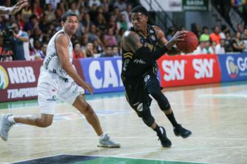 Botafogo vence fácil Brusque e segue líder isolado da Liga Ouro