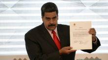 Maduro expulsa a representantes de EEUU en respuesta a sanciones de Trump