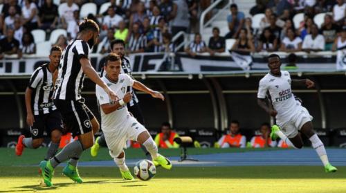 Lucas Fernandes comemora sequência de jogos pelo Fluminense