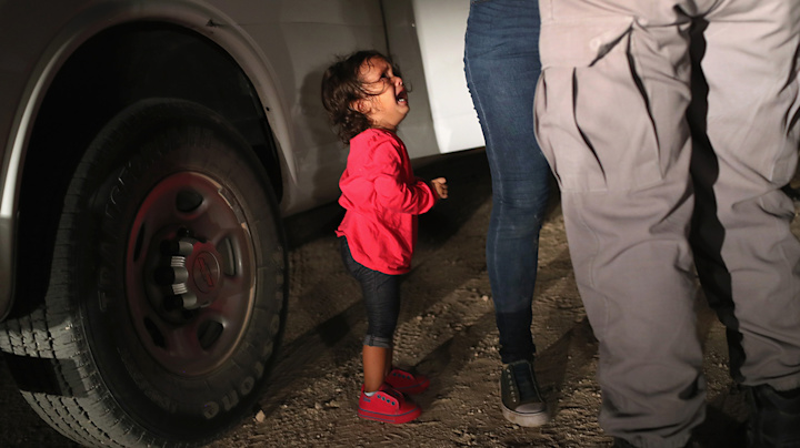 Dad: Crying girl at border wasn't taken from mom