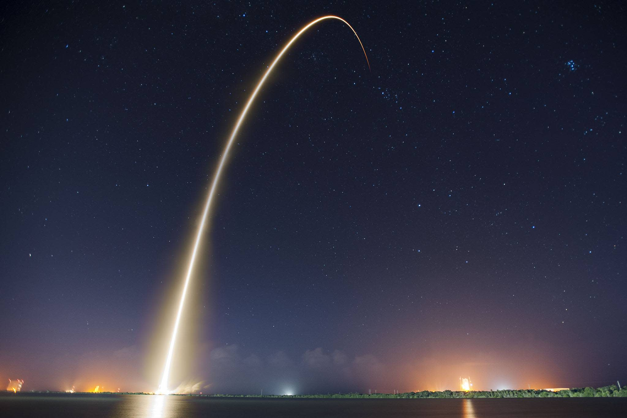 SpaceX Falcon 9 Rockets Prone To Cracks According To Government Watchdogs