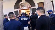 Guardia Estatal mantiene sitiado el Ayuntamiento de Tecate para arrestar a la alcaldesa