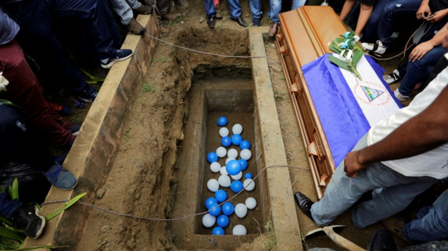 Nicaragua : enterrement sous surveillance policière d'un adolescent tué durant une manifestation