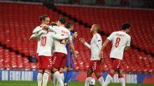 0-1. Inglaterra se inmola con expulsión y penalti en tres minutos