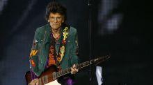 Guitarrista do Rolling Stones diz que largou drogas com ajuda do tricô