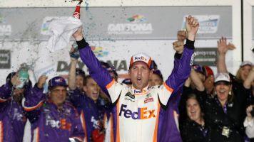 Hamlin edges teammates to win Daytona 500