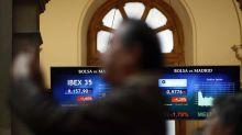 La bolsa cae el 0,04 % afectada por la banca y BME sube el 38 % por la opa