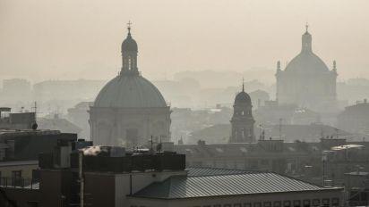 """Smog, livelli Pmi ancora alti. Milano: """"Zero emissioni entro 2030"""""""