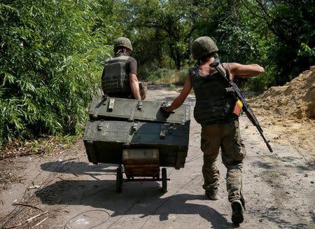 Ukrainian servicemen are seen at their positions on the front line near Avdeyevka, Ukraine, August 10, 2016. REUTERS/Gleb Garanich
