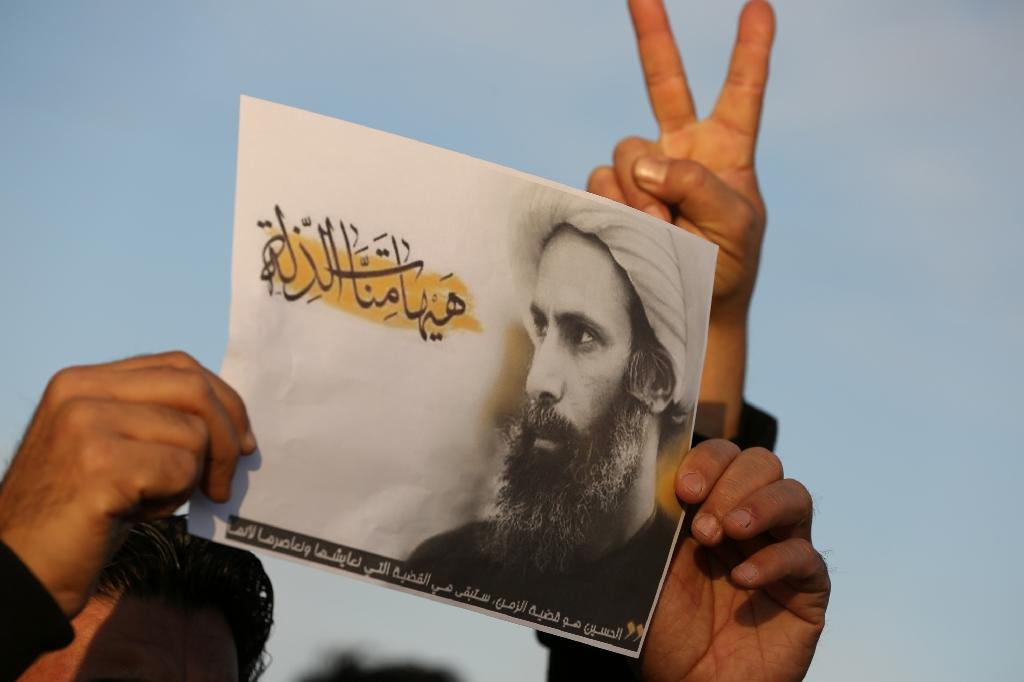 An Iraqi man on January 3, 2016 in Baghdad holds a portrait of Shiite Muslim cleric Nimr al-Nimr during a demonstration against his execution by Saudi authorities (AFP Photo/Ahmad Al-Rubaye)