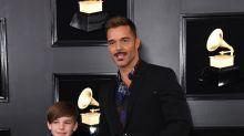Hijo de Ricky Martin le roba el show en alfombra roja