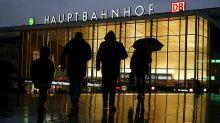 """Tenersi a distanza di un braccio dagli stranieri"""": il sindaco di Colonia si difende, il consiglio """"anti-stupro"""" aveva fatto infuriare le donne tedesche"""