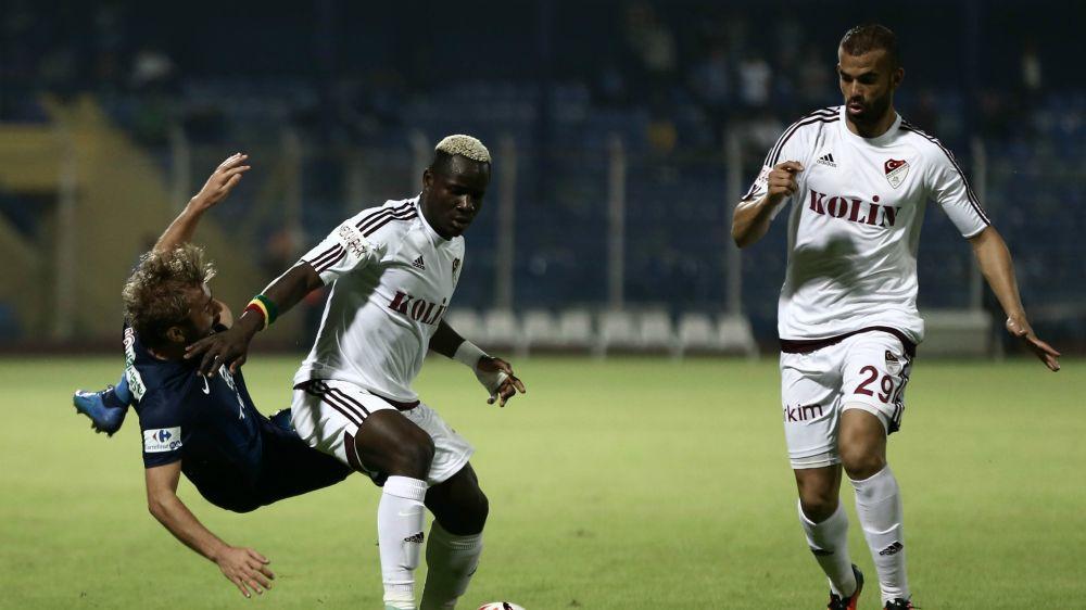 Turchia, divieto ai tifosi: costruiscono una struttura per seguire il match