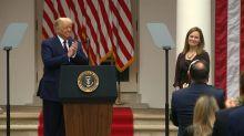 Trump nombra a la jueza conservadora Amy Coney Barrett a Corte Suprema de EEUU