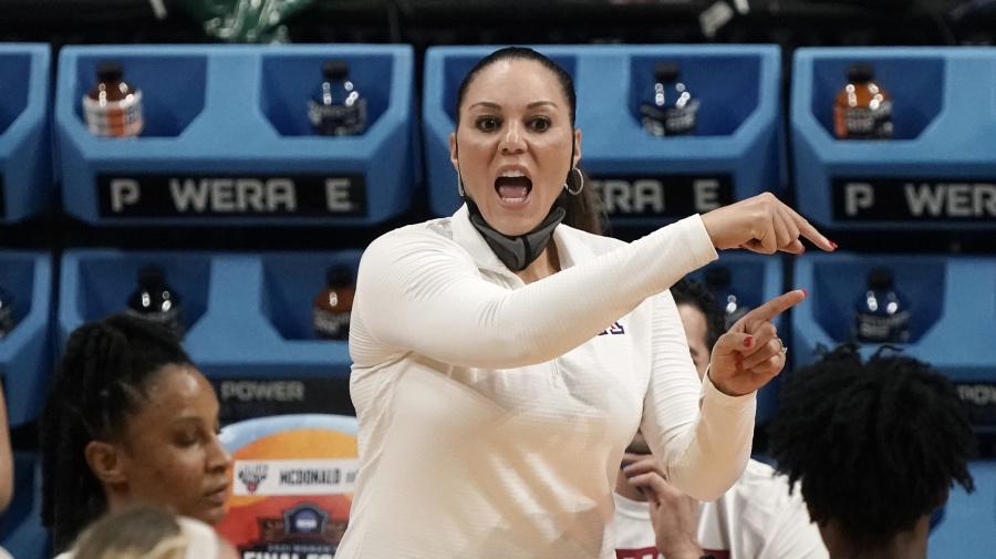 Does Barnes want to coach Arizona's men?