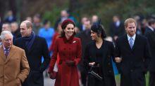 Meghan Markle e Kate Middleton surgem sorridentes na missa de Natal