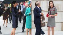 翻穿不可恥!時尚皇妃 Kate Middleton 以一雙黑色 Pumps 演繹長情穿搭風格