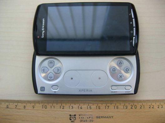 Xperia Play goes back to the FCC, this time with GSM (update)