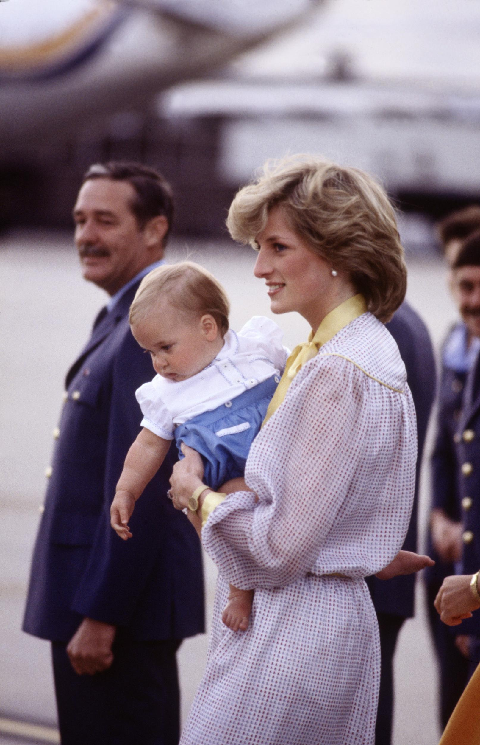 MELBOURNE - APRIL 16:  Diana Princess of Wales carries Prince William off of a plane at Melbourne Airport, Australia on April 16, 1983, at the end of the Royal Tour of Australia.(Photo by David Levenson/Getty Images)