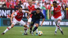 Foot - ANG - Arsenal - Mesut Özil (Arsenal) à la rescousse de Gunnersaurus