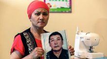 Quand des Kazakhs découvrent que leurs proches sont prisonniers en Chine