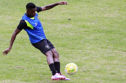 'Pré-temporada' do Botafogo tem indício de novidade: Marcelo reserva