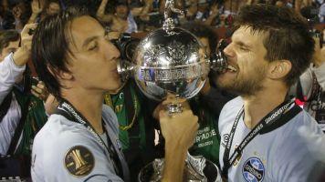 Com dupla de zaga fora de decisões, Grêmio retoma busca por um novo defensor