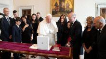 El papa recibe al primer ministro de Malta mientras se investiga la muerte de una periodista