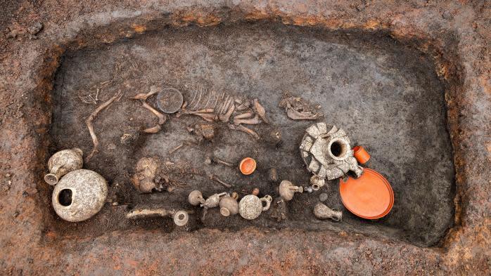 Une exceptionnelle tombe d'enfant de l'époque gallo-romaine trouvée près de Clermont-Ferrand