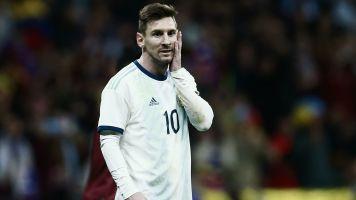 Sobre llovido, mojado: se lesionó Messi