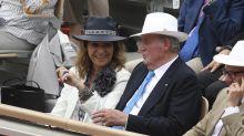 Así ha sido el viaje de la infanta Elena a Emiratos para ver a su padre, el rey Juan Carlos