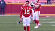 Patrick Mahomes limping after apparent foot injury in otherwise sterling first half vs. Browns