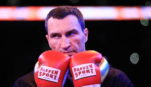 Boxen: Klitschko versteigert letzten Kampfmantel