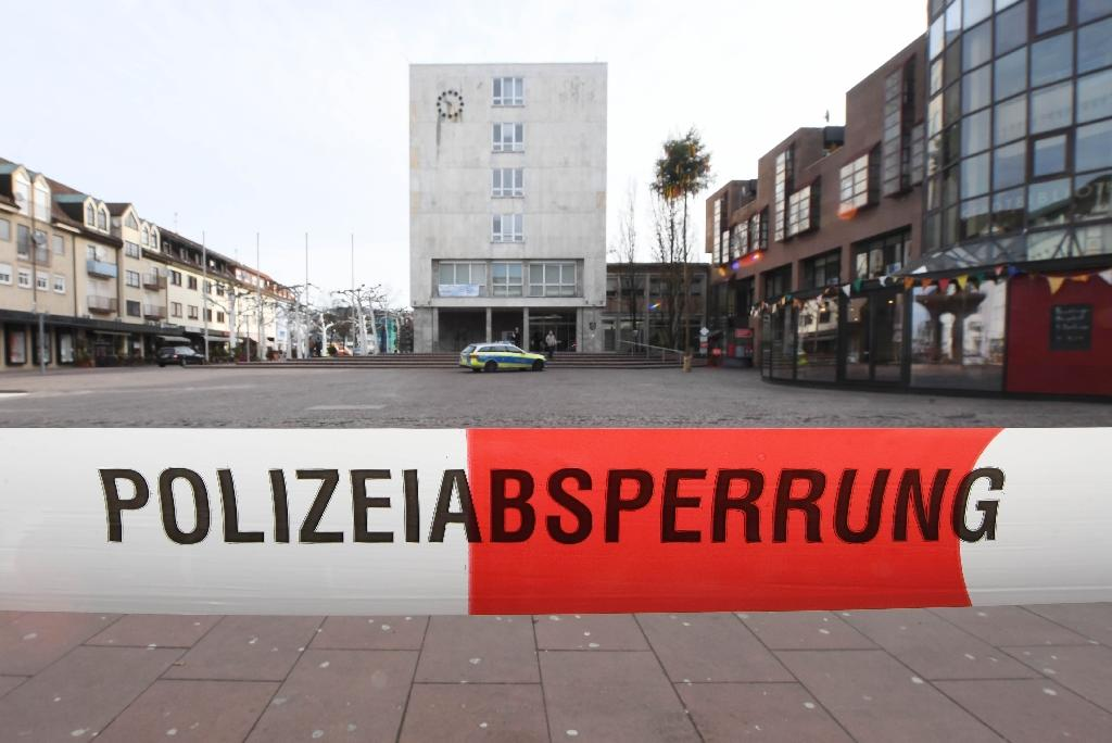 The area around the town hall of Gaggenau, southwestern Germany, is cordoned off on March 3, 2017 (AFP Photo/Uli Deck)