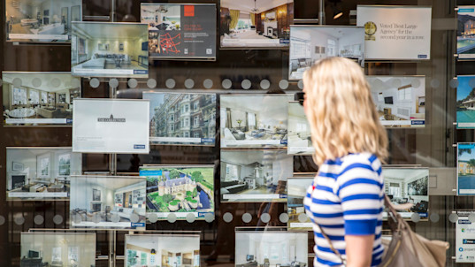 Number of UK homemovers falls by 2pc - dampening market for first-time buyers
