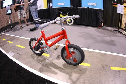 Gyrobike's Gyrowheel stabilizes a kid's first bike without the training wheels