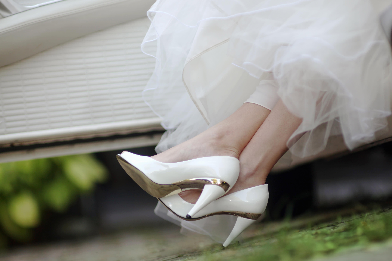Braut trägt Kleid ihrer Oma zur Hochzeit – und sieht umwerfend aus