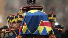 Miles de rumanos despiden al rey Miguel