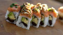 Acude a urgencias tras comer sushi y le sacan una lombriz de casi 1,7 metros