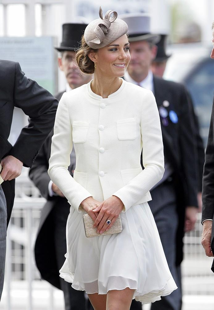 Kate attended Derby Day, everyone dressed to the nines. The Duchess was in a whiteReiss dress and beige fascinator.