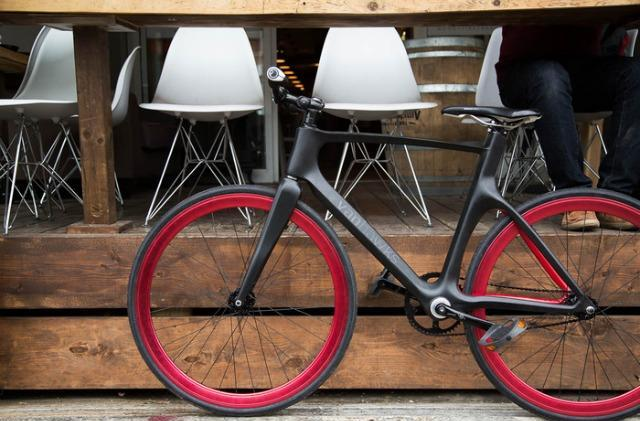 Vanhawks' connected bike helps you avoid traffic and potholes