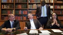 """Em live, Bolsonaro diz que deputado Hélio Negão deu uma """"queimadinha"""""""