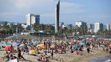 Les plages de Barcelone bondées malgré l'appel des autorités à limiter les sorties