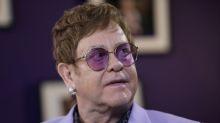 Elton John assina acordo com Universal para restante da carreira