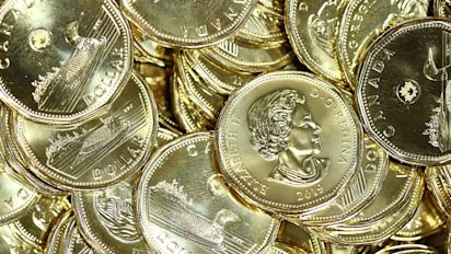 Loonie could dip to record low 62 cents U.S.: expert