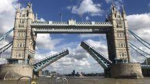 Londres: le Tower Bridge se bloque en position haute et provoque des bouchons